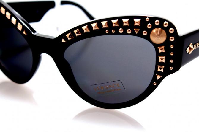 """Фото:""""Солнцезащитные очки Versace с пирамидками"""""""