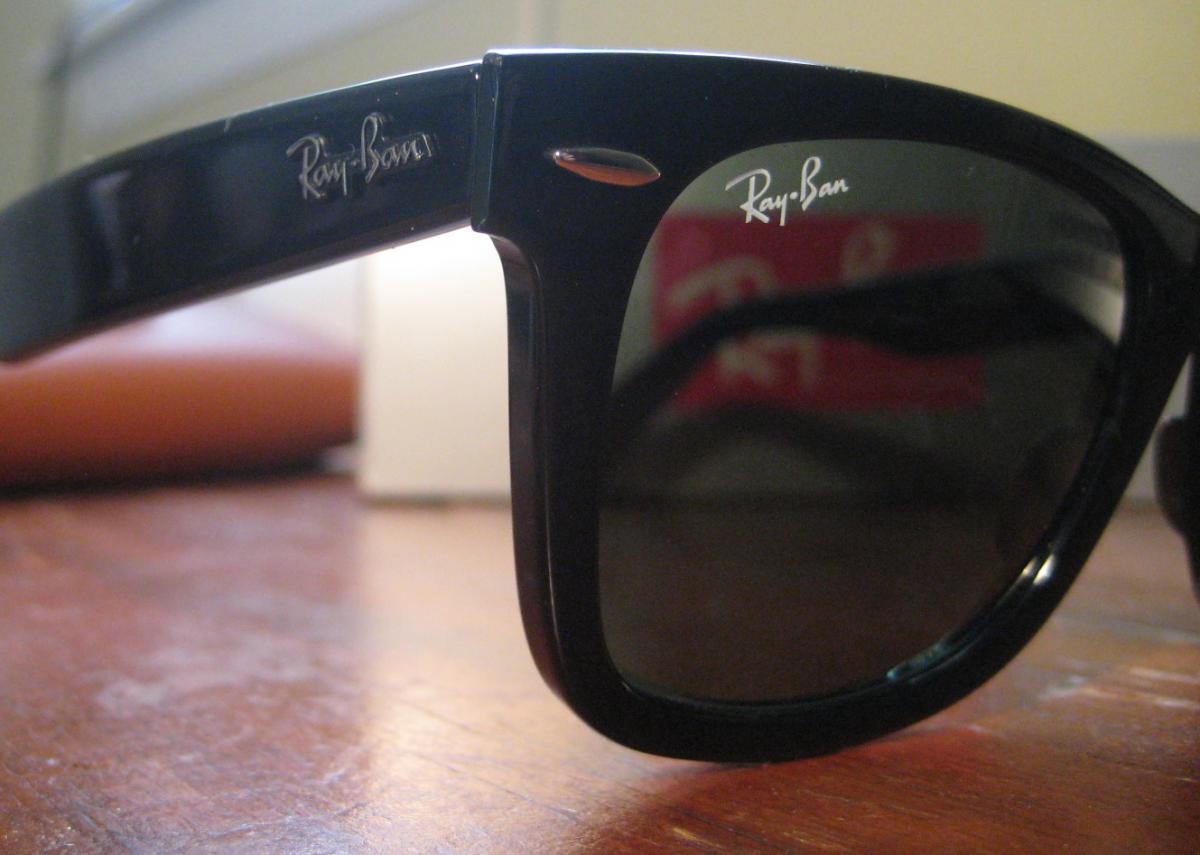 На правой линзе оригинальных Ray-Ban Wayfarer 2140 901 должен  присутствовать логотип «Ray 395b18aa514