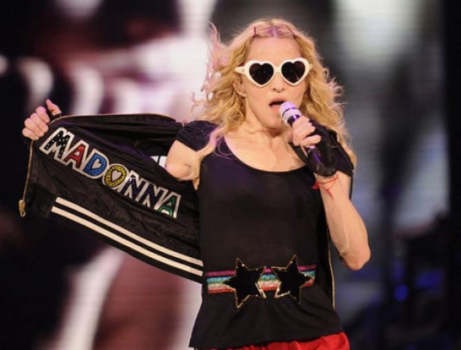 "Фото:""Давняя любовь Мадонны к солнцезащитным очкам Moschino"""