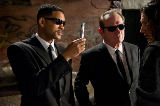 """Фото:""""Люди в черном всегда в солнцезащитных очках Ray-Ban"""""""