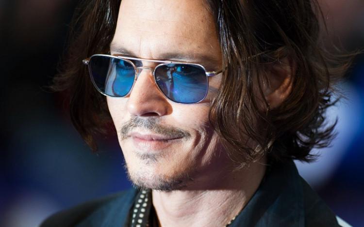 """Фото:""""Джонни Депп и синие очки для похудения"""""""